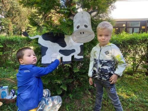 deti doja kravičku