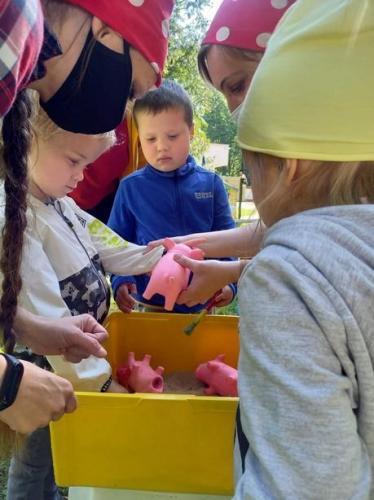 deti čistia prasiatka