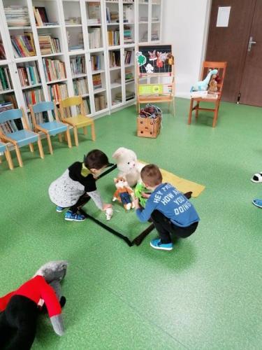 deti s plyšovými zvieratkami