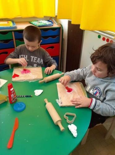deti maľujú