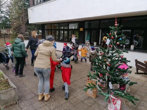 stromček a deti